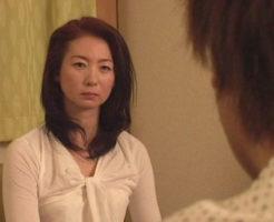 すけべな痩せ熟女 野宮凛子 51歳「弄ばれる母を見て…」
